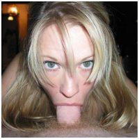 Plan sexe avec une blonde transs aux yeux bleus verts